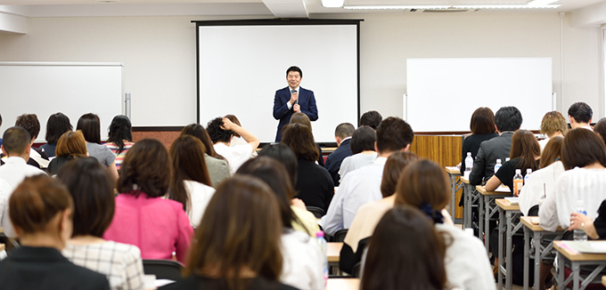 顧問社労士 坂本先生の講演の様子
